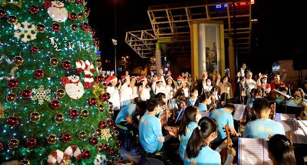 愛在彰化聖誕嘉年華 點亮彰化車站前聖誕樹
