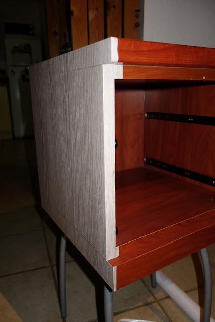 DIY : Pose Adhésif / Relooker une table de nuit avec de l'adhésif / www.by-laura.fr