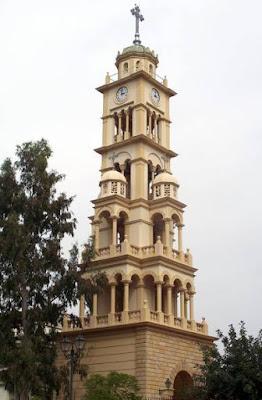 Το Ιερό Παλλάδιο των Σμυρναίων: ο Ιερός Καθεδρικός Ναός  της Αγίας Φωτεινής Νέας Σμύρνης. Η Αγια Φωτεινή μαρτύρησε  κατά την παράδοση στη Σμύρνη. Γι' αυτό και οι Σμυρναίοι  αφιέρωσαν το Μητροπολιτικό Ναό στη μνήμη της  με καμπαναριό 33 μέτρων, που ήταν το πιο ψηλό κτίσμα  μέσα στην πόλη της Σμύρνης. Καταστράφηκε το 1922,  όμως οι μικρασιάτες το ξανάχτισαν πανομοιότυπο στη Νέα Σμύρνη.