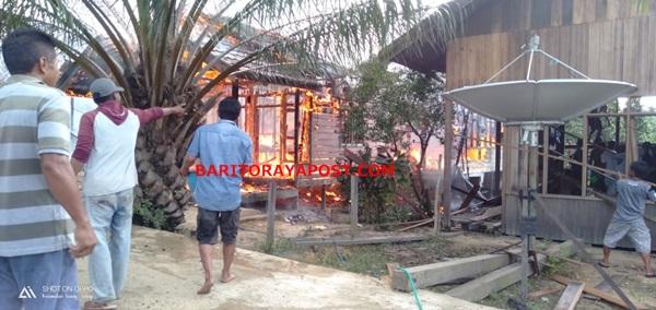 Tiga Rumah Warga Desa Muara Laung Musnah Dilalap Api
