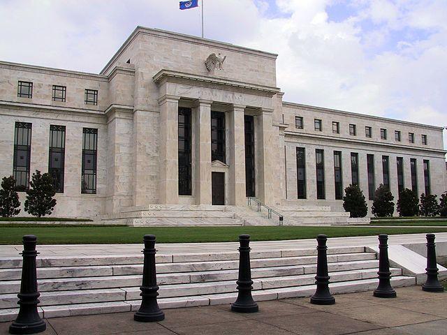 Федеральная резервная США система выпустила заявление FOMC