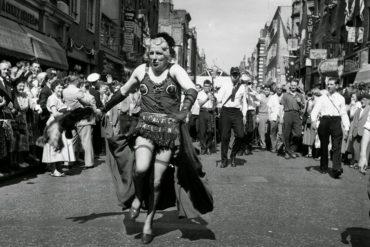 28 Fascinating Vintage Photos Of Soho London Over The