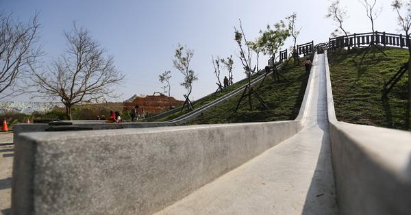 《台中.大雅》潭雅神綠園道中科公園3條22公尺長磨石子溜滑梯,大人小孩都愛玩
