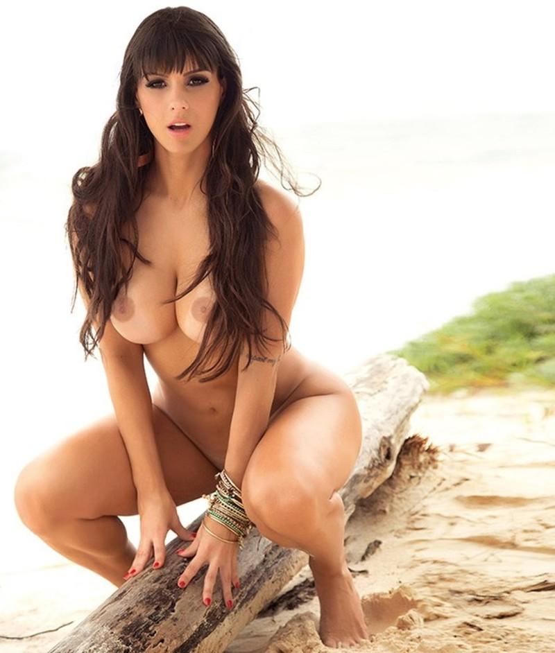 Ensaio sensual da panicat Carol Dias para a Revista Sexy