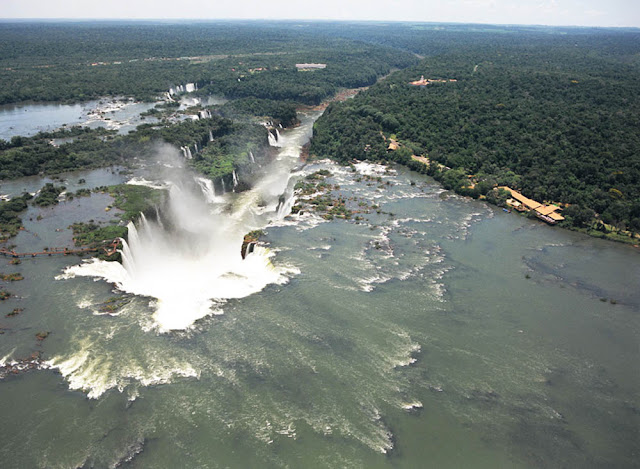 vista aérea das Cataratas do Iguaçú