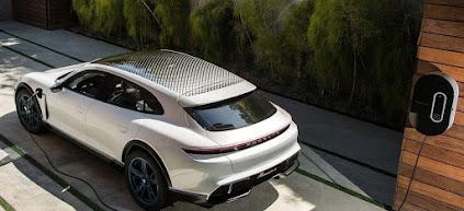 سيارة بورش Taycan Cross Turismo الكهربائية