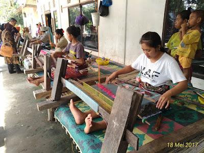 Wisata Budaya ke Desa Tenun Sukarare