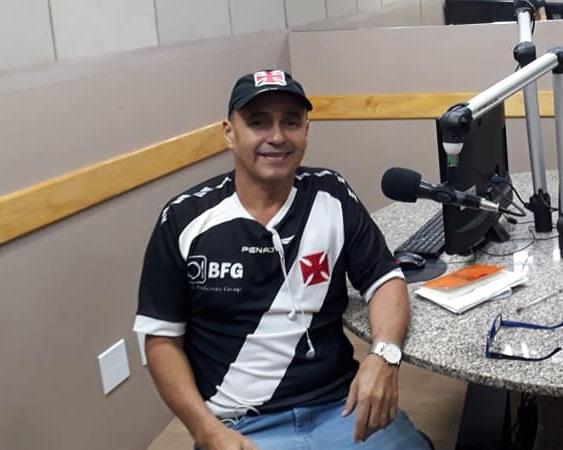 Pai do vereador Romário Araújo faz duras críticas a membros da imprensa e oposição.