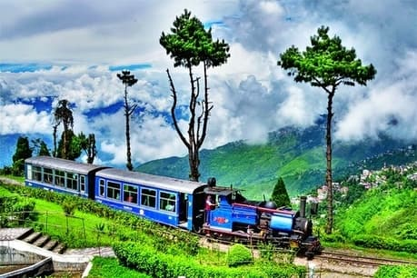 best-trip-darjeeling-railway station