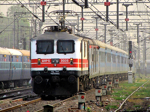 Top-5-Fastest-Trains-in-ndia