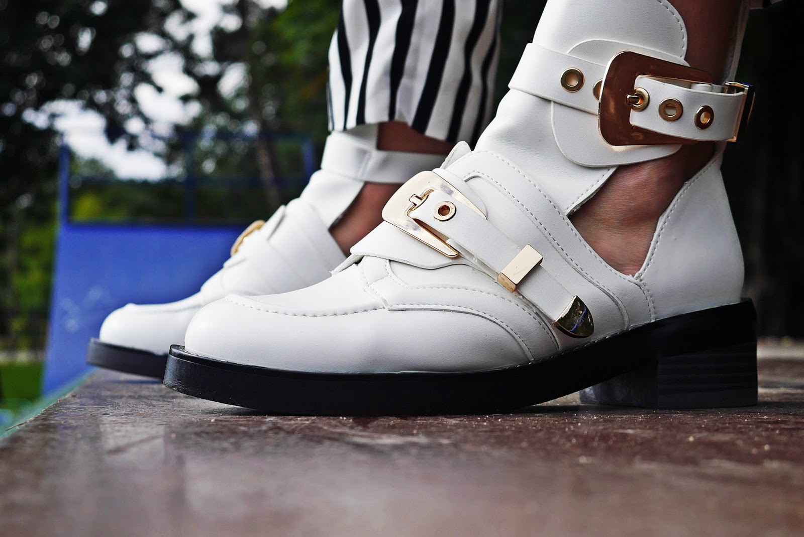 5_balenciaga_white_Ceinture_Ankle_Boots_stripes_pants_black_jacket_karyn_blog_modowy_280917dfg