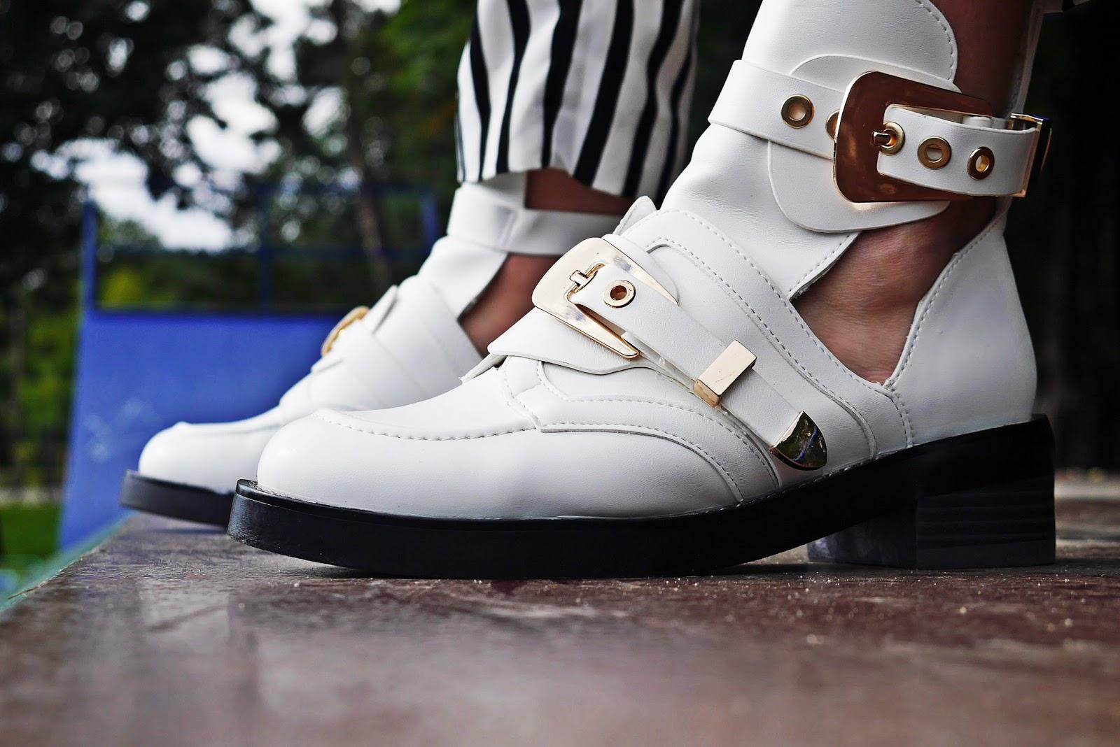 5_balenciaga_white_Ceinture_Ankle_Boots_stripes_pants_black_jacket_karyn_blog_modowy_280917dfg