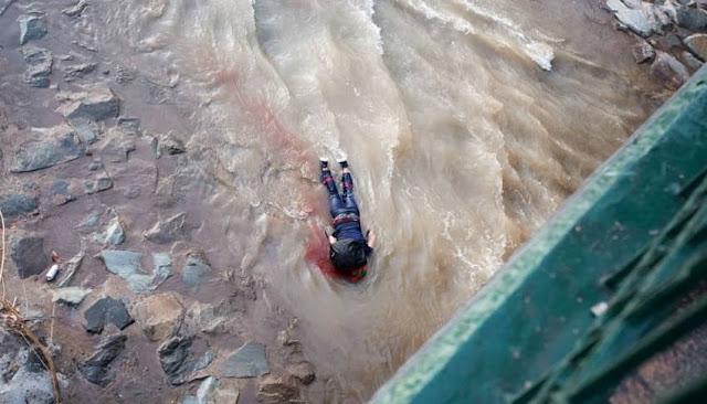 Policia empujó a joven al río en una protesta en Chile
