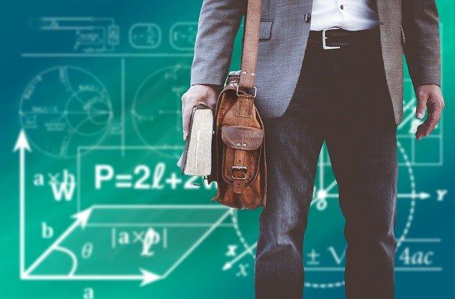 7 Tipe Guru SMA yang Sering Kamu Temui. Yang Mana yang Jadi Idolamu, Nih?