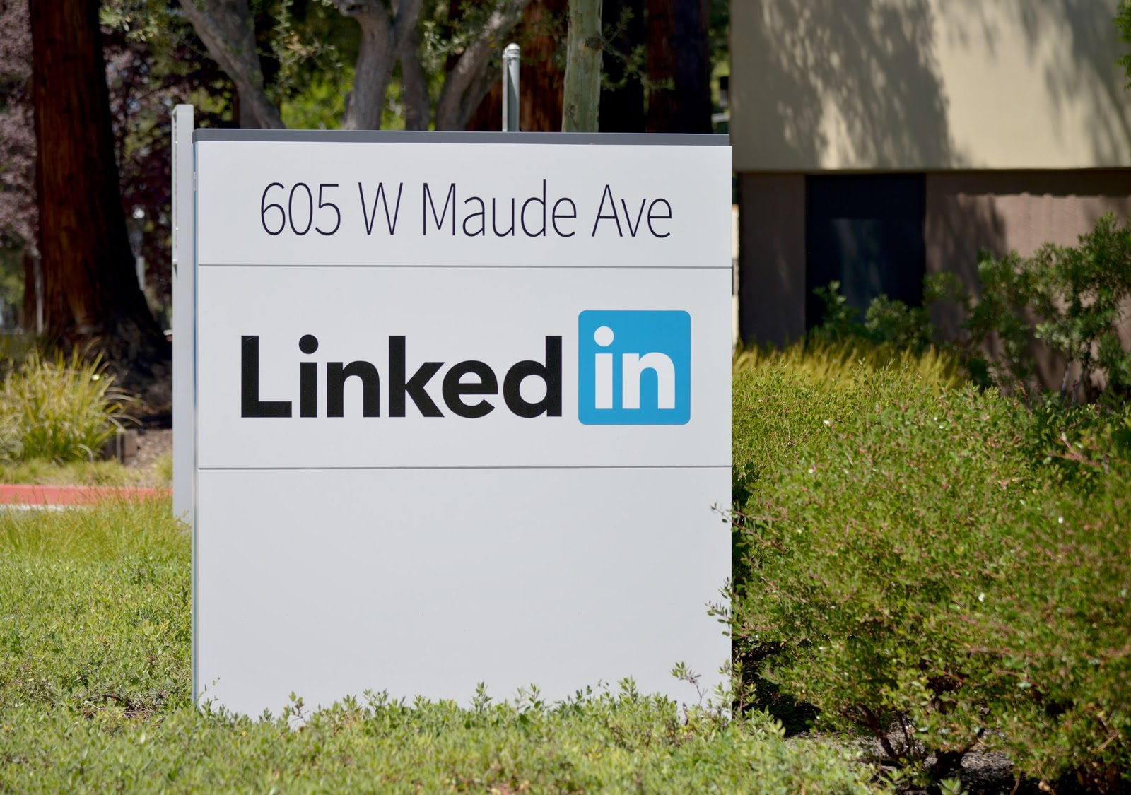 Microsoft's Q4 Report Shows That the Revenue of LinkedIn Increased 10 Percent, and Sessions Grew 27 Percent