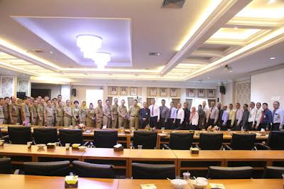 Pada pertemuan itu, Gubernur Arinal mengajak akademisi Unila bersinergi dan berperan dalam berbagai sektor pembangunan guna mewujudkan visi Rakyat Lampung Berjaya.