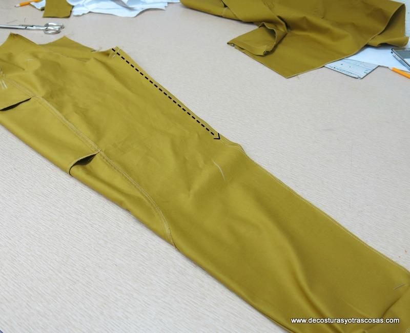 pantalón con cintura ancha y grandes bolsillos laterales