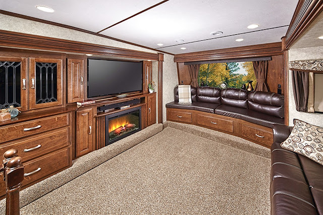 2016 front living room 5th wheel