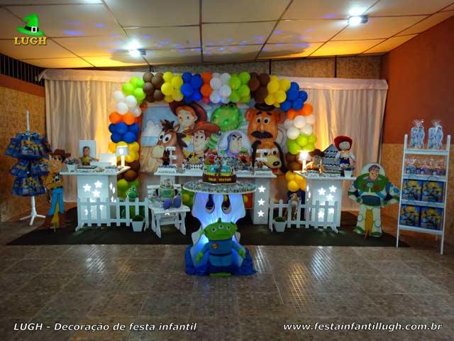 Mesa decorada com o tema Toy Story - Festa de aniversário infantil masculino - Provençal luxo