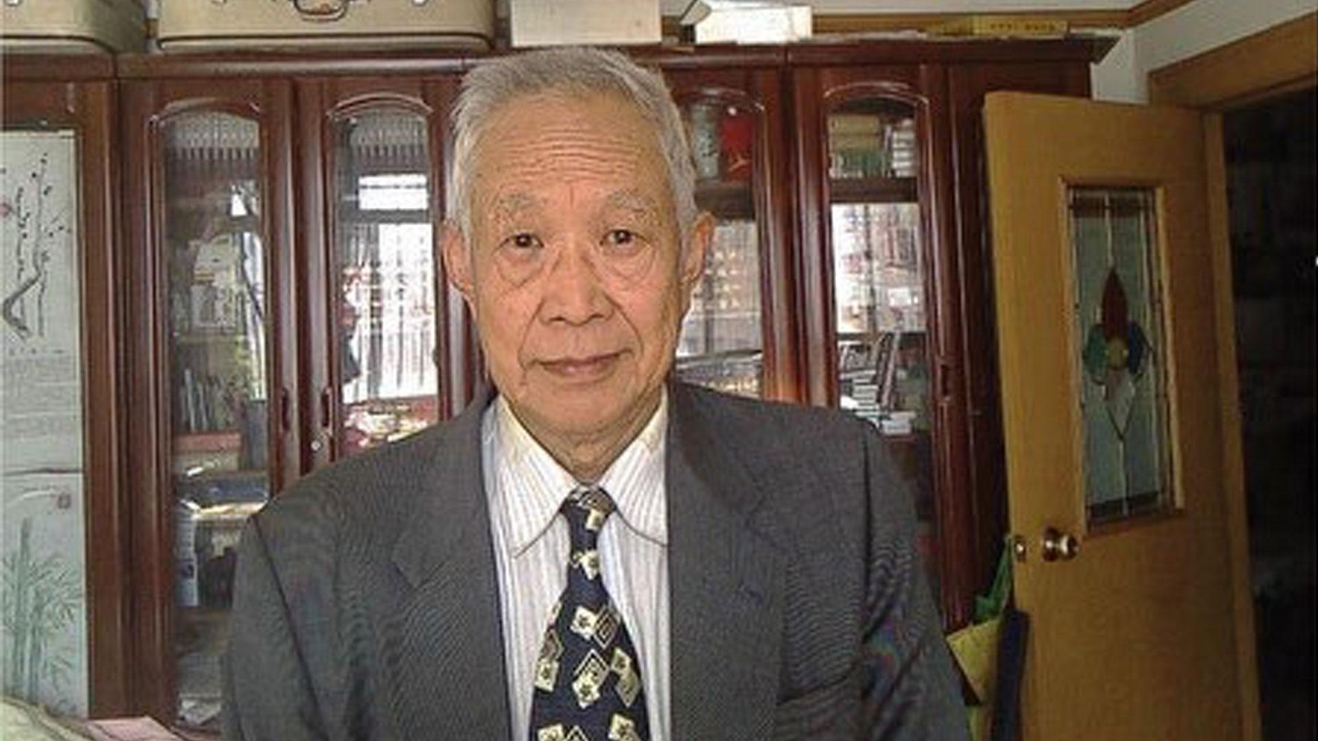 Mantan Dekan Fakultas Politik Renmin University yakni Leng Jiefu pada April tahun ini telah mengirimkan surat terbuka menyerukan Xi Jinping agar mengundurkan diri dari segala jabatannya, sebagai respon terhadap krisis dalam dan luar negeri yang dialami RRT saat ini.