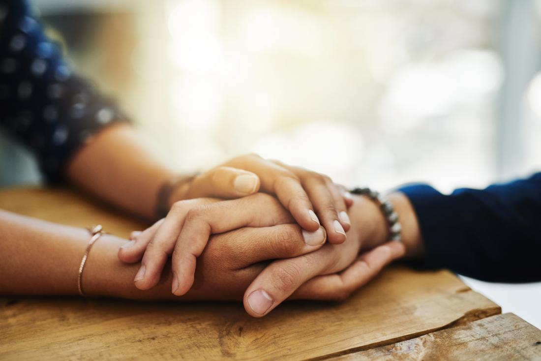 Ý nghĩa tình yêu qua cái nắm tay là cả hai muốn yêu nhau nhiều hơn và muốn nắm giữ bạn cho mình để có thể nâng niu và bảo vệ.