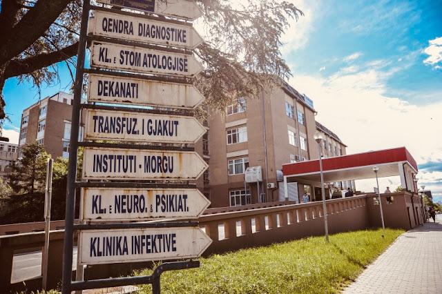 Skandaloze:Specialistët e Spitaleve Rajonale i udhëzojnë rastet e rënda te Specializantët e QKUK-së