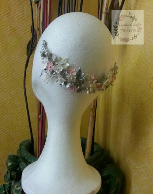 tiara de porcelana para novia artesanal y personalizada con hojas y flores