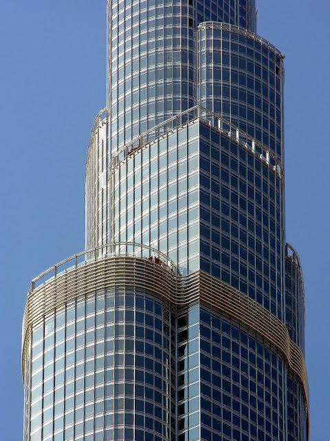 burj-khalifa-hotel-altura-dubai-vistas-tickets-discount-height-in-feet-planos-precios-pisos-detalle-fachada-ventanas-windows-brise-soleil-alas-terrazas-acero-aluminio-steel
