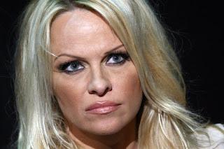 Pamela Anderson si schiera contro il porno