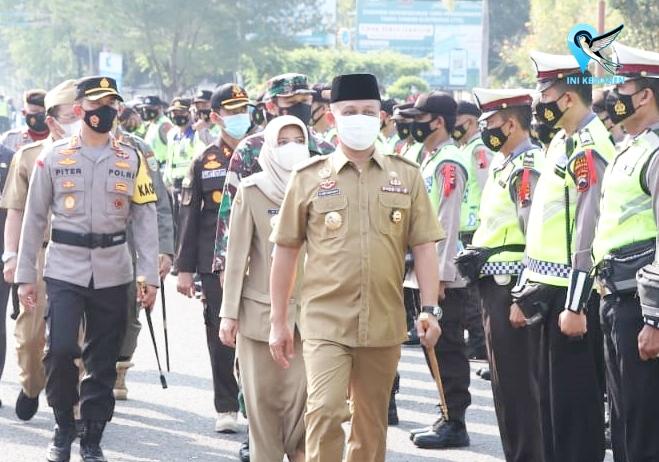 Pegang Tongkat Komando, Bupati Kebumen Pimpin Gelar Pasukan Operasi Ketupat