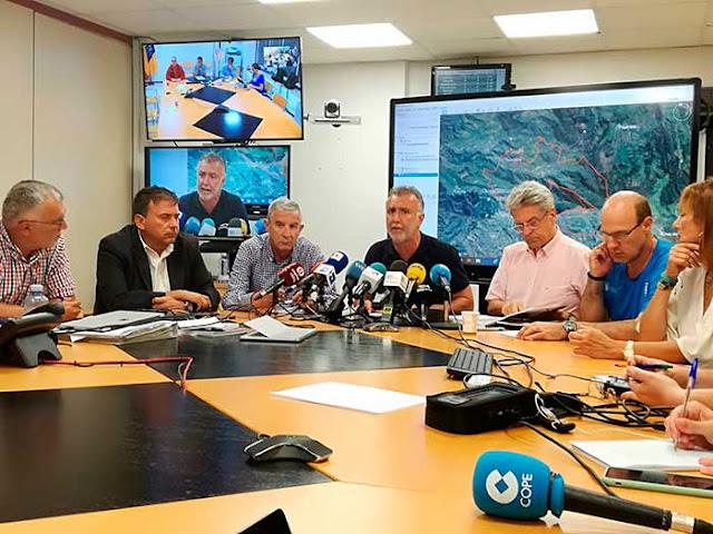 Rueda de prensa sobre incendio forestal de Gran Canaria, presidente del Gobierno  canario, Ángel Víctor Torres
