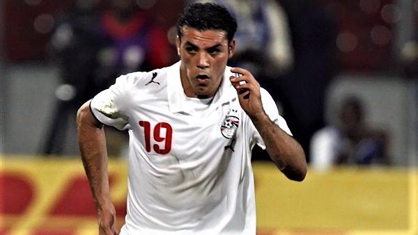 """عمرو زكي يتعرض لحادث """"مروع"""".. والحضري يوجه له رسالة"""