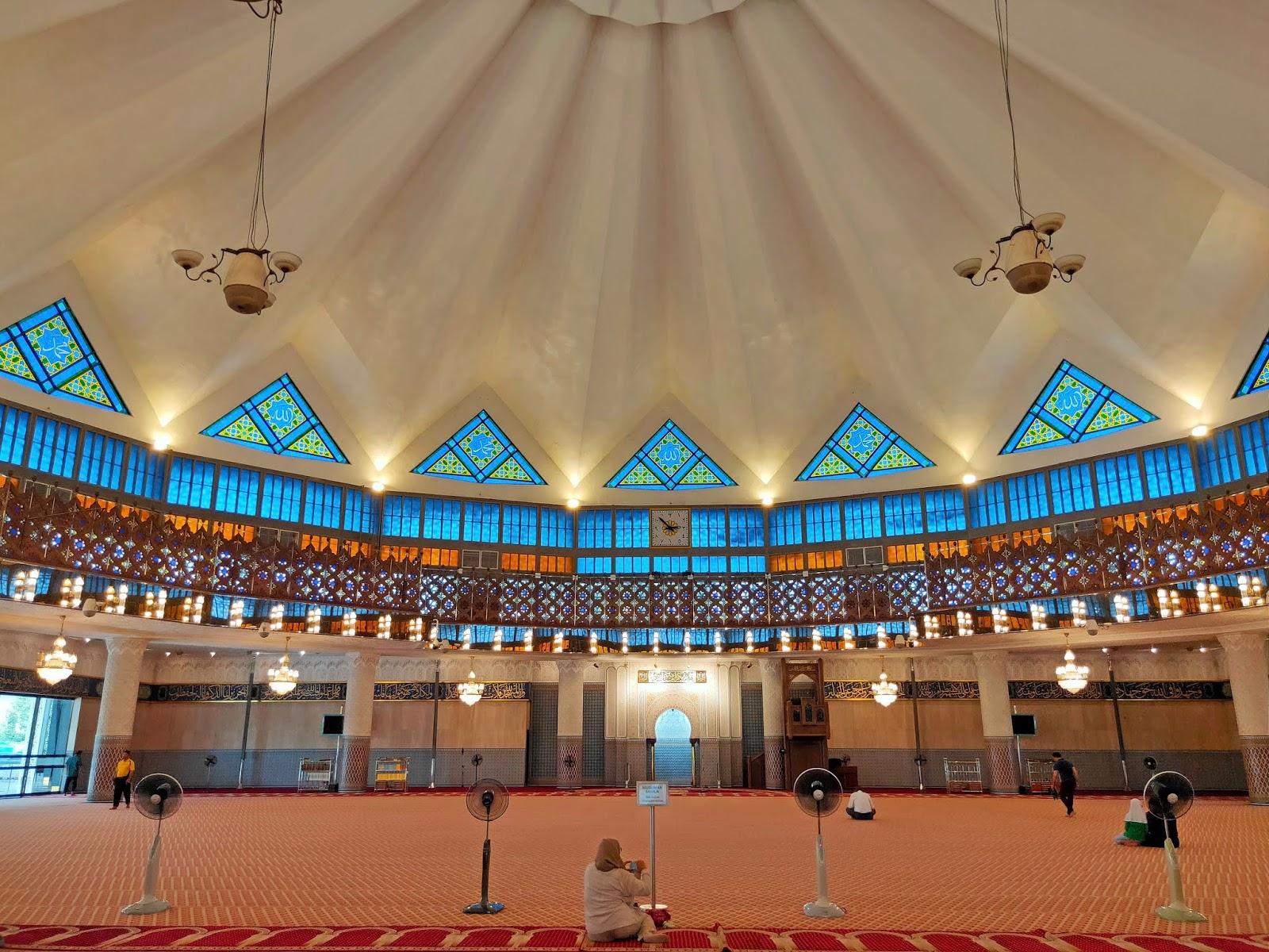 main hall masjid negara