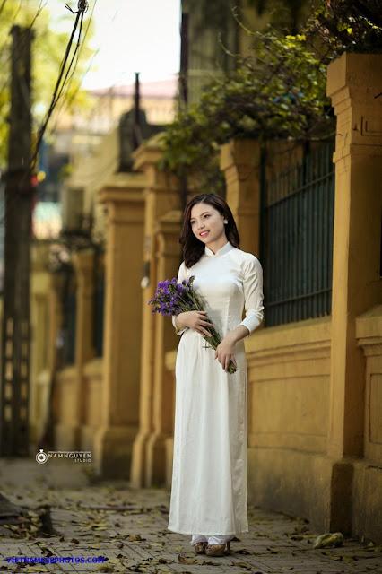 Vietnamese teen girl walking on the street with white ao dai 5