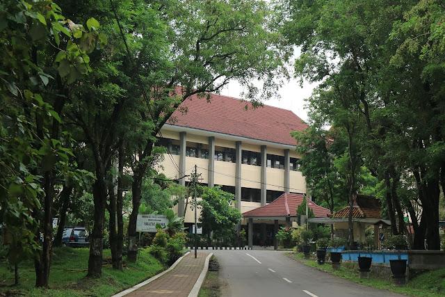 07. Kampus Arsitrek di Universitas Sebelas Maret, Surakarta (UNS)