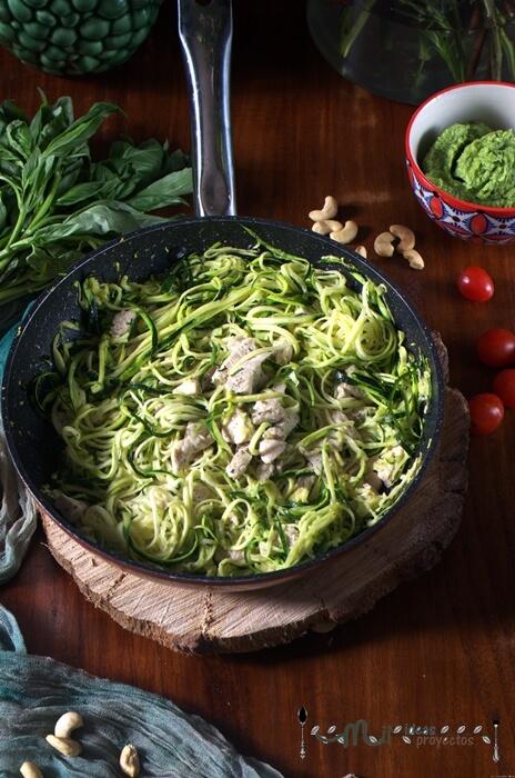 receta de espaguetis de calabacin con pesto de aguacate