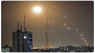 """المقاومة الفلسطينية تقصف """"بئر السبع"""" المحتلة برشقة صاروخية جديدة"""