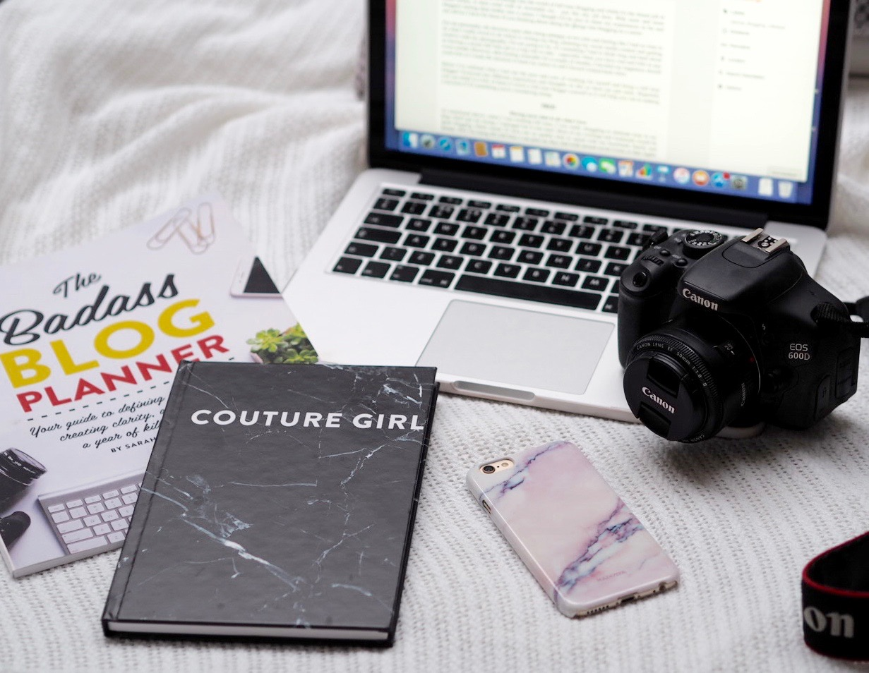Being A Full Time Blogger, Working From Home, Pros and Cons