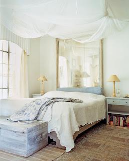 come ingrandire una camera da letto con gli specchi immagine