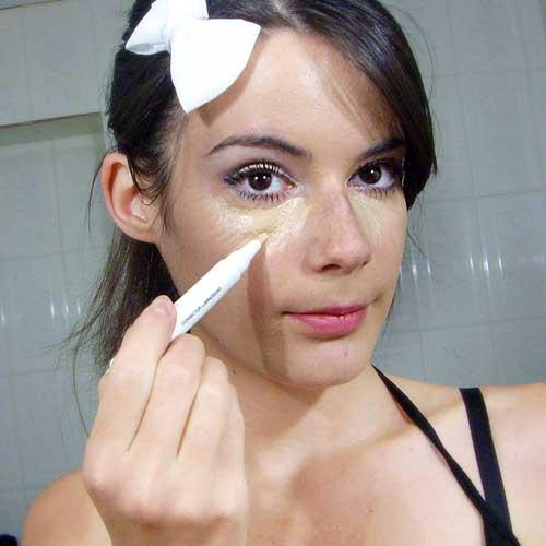 aplicar iluminador maquillajes de fiesta monika sanchez