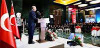 Cumhurbaşkanlığı Külliyesinde verilen bir resepsiyonda Başkan Recep Tayip Erdoğan konuklarla dolu salonda konuşma yaparken
