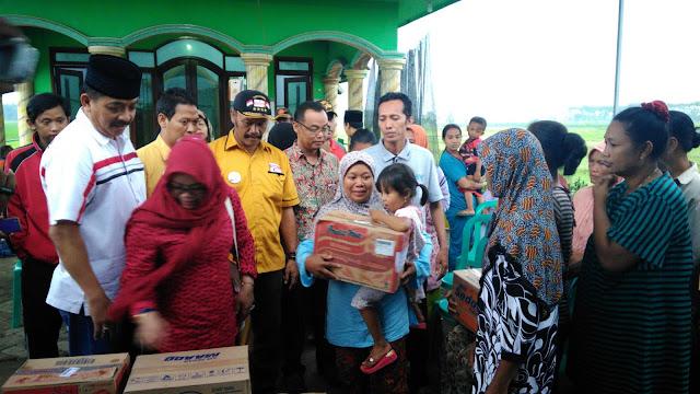 Gus Syaf Sambangi Korban Puting Beliung di Mojowarno