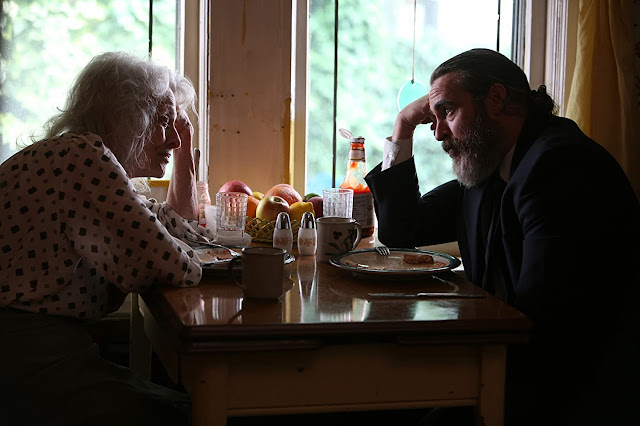 you were never really here 2018 nenek anak ibu
