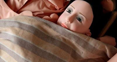 مغربية تضبط زوجها مع دمية جنسية بغرفة النوم....#شاهد فعلت معه.. مصيبة كارثة !! لا حول و لا قوة الا بالله
