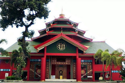 masjid dominan merah gaya oriental China