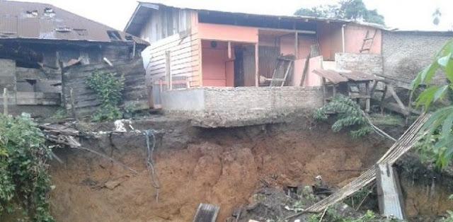 Rumah Warga Di Sumut Amblas Ditelan Lubang Besar Yang Tiba-tiba Muncul