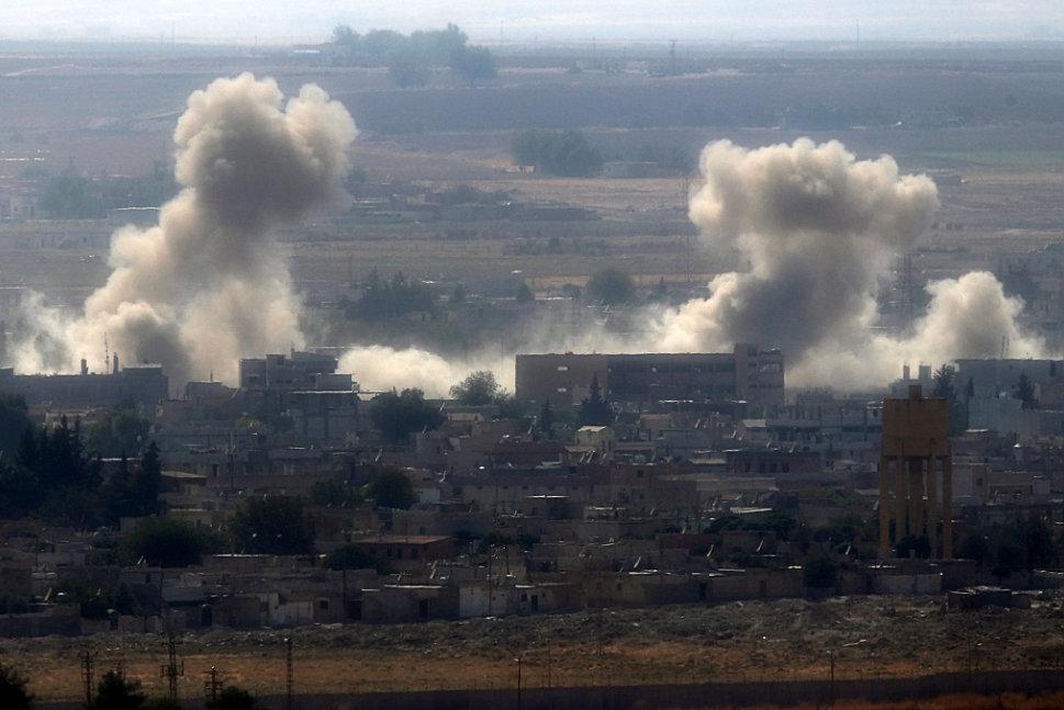 Kurdish militias defend themselves on the Syrian border
