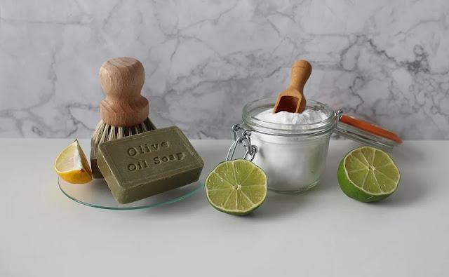 prodotti naturali-limone-bicarbonato-olio d'oliva