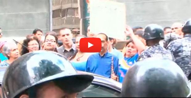 Empleados de la Cancillería le dicen a Maduro que tienen derecho a comer carne también