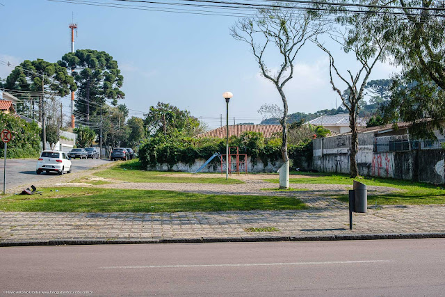 Jardinete Manoel Scliar na Rua Mateus Leme